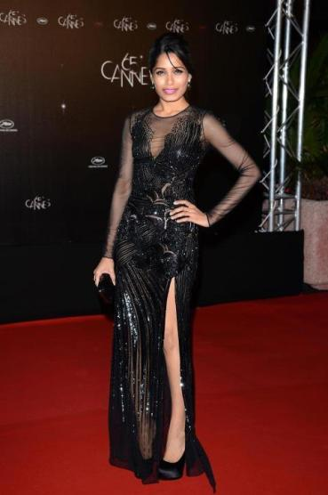 Freida Pinto Redeems herself in Versace