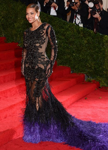Beyonce dazzles in Givenchy at the MET GALA 2012 *Showstopper*
